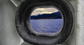 Med ferge over langfjorden (Foto Per Sibe)